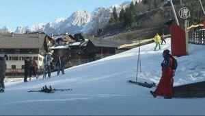 Альпийские курорты терпят убытки из-за аномально теплой погоды