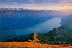 Бриенц - очаровательный городок в швейцарских альпах, откуда вам не захочется возвращаться