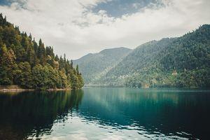 Где искать сказочное озеро рица