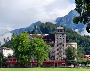 Интерлакен — город-жемчужина в швейцарских альпах: фото