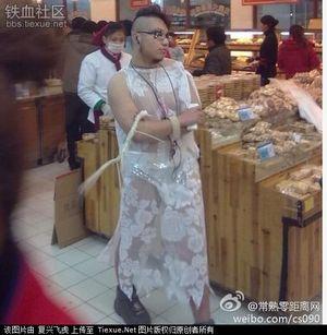 Лесбийская пара в пекине привлекла внимание к теме регистрации однополых браков