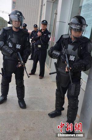 По сообщениям некоторых сми полиция кнр предстает в виде крайне безответственного и бесчинствующего сброда