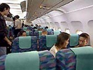 Турист украл из самолета спасательный жилет