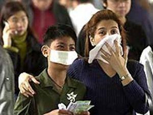 В гонконгской авиакомпании бортпроводникам разрешили носить маски