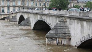 Вода отступает от парижа